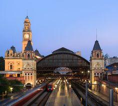 Em 16 de fevereiro de 1867 a primeira ESTAÇÃO DA LUZ é inaugurada para servir de parada da São Paulo Railway, estrada de ferro entre Jundiaí e Santos responsável pelo escoamento da produção de café.