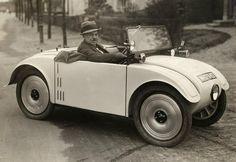 Importeur S. Keestra in een Hanomag Kommissbrot M-17642, Apeldoorn 1928