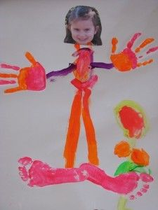 Paint Me - cute activity for kids with a photo of them and painted hand/feet prints - all about me theme All About Me Topic, All About Me Eyfs, Fille Au Pair, Projects For Kids, Crafts For Kids, Craft Projects, All About Me Crafts, All About Me Art, Handprint Art