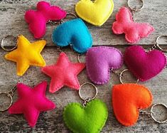 Felt Diy, Felt Crafts, Diy And Crafts, Arts And Crafts, Sewing Projects, Projects To Try, Retro Campers, Camping Gifts, Porte Clef