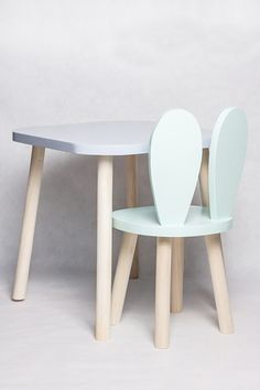 Diy Wooden Projects, Wood Projects For Kids, Wooden Diy, Diy Kids Furniture, Furniture Design, Kid Table, Baby Room Decor, Chair Design, Home Interior Design