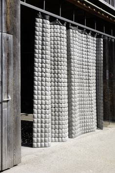 Materia: concrete curtain The austrian design company Memux created a concrete curtain working as a decorative room divider or facade decoration. An extraordinary look and a new context for this building material Architecture Details, Interior Architecture, Interior And Exterior, Interior Design, Beton Design, Concrete Tiles, Concrete Design, Casa Magnolia, Rideaux Design