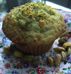 I worked in Delaware for 15 years and, as you may remember reading, I started working in Center City Philadelphia again last year. Pistachio Pudding Cookies, Pistachio Muffins, Pistachio Dessert, Pistachio Recipes, Simple Muffin Recipe, Healthy Muffin Recipes, Breakfast Dishes, Eat Breakfast, Breakfast Options