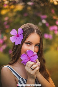 Teen Photography Poses, Feminine Photography, Girl Photography Poses, Creative Photography, Cute Poses For Pictures, Girl Senior Pictures, Editing Pictures, Picture Poses, Creative Photoshoot Ideas