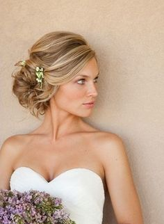 The Elegant Updo Hairstyle for Medium Ombre Hair