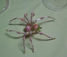 Shawkl: Beaded Spider Tutorial, DIY, jewellery, beading, spin van kralen, sieraden, broche, kralen rijgen