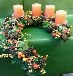 Simple and Popular Christmas Candles Decorations Christmas Advent Wreath, Christmas Candle Decorations, Christmas Candles, Christmas Home, Christmas Crafts, Holiday Decor, Christmas Ideas, Table Decorations, Deco Floral