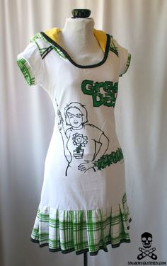 Green Day t-shirt refashion dress. OH MY GOD!!!!! ... yeah. I used to own this shirt and then the washer ruined it. Regardless, the dress? Freaking beautiful.