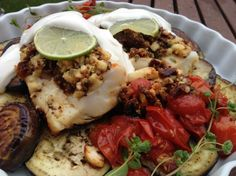 fish in cshew-tomato crust - low carb Sour Cream, Tacos, Low Carb, Beef, Fish, Ethnic Recipes, Beautiful, Cod Fish, Eggplants