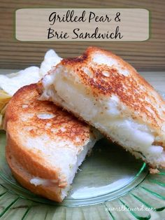 Grilled Pear & Brie Sandwich - Do you love the flavor combo of pears and brie?  Why not grill them up into a gourmet and quick sandwich.  This Grilled Pear and Brie Sandwich is the perfect way to use up left over brie or over ripe pears!