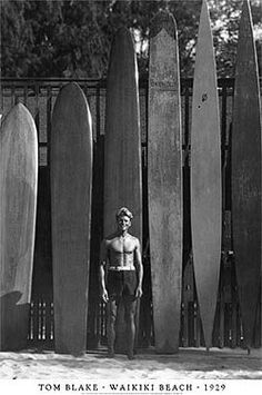 Old school surf boards - Waikiki. (Bucket list: catch a couple longboard waves in Hawaii. I sensed a lot of history there yesterday.and even created a little of my own! Surf Vintage, Retro Surf, Vintage Style, Beach House Style, Le Grand Bleu, The Last Summer, Photos Originales, Waikiki Beach, Longboarding