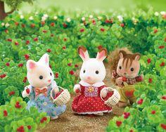 Yum! Strawberries always taste better freshly picked! #SylvanianFamilies