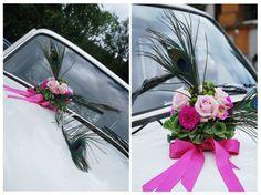 dekoracja samochodu -motyw przewodni wesela -pawie pióro