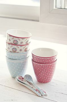 "GreenGate ""Millie"", ""Spot"" & ""Lina"" latte cups with ""Sophia"" & ""Spot"" spoons"