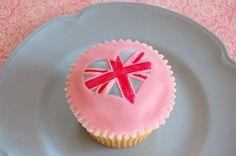 Union Jack Cupcake by Magenta Cakes, via Flickr