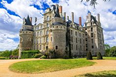 Top 10 Haunted Places to Visit for Halloween in Europe Places In Europe, Places Around The World, Places To Visit, Around The Worlds, San Francisco Victorian Houses, Loire Valley France, Medieval, Most Haunted Places, World's Most Beautiful