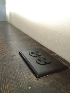 outlet_behind_Couch_shelf