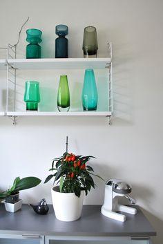 detalji in kitchen, string shelves