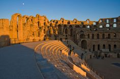 El anfiteatro de El Jem (Túnez)  Con una arquitectura romana casi igual a la del Coliseo de la capital italiana, está considerado el cuarto anfiteatro más grande del mundo y el mayor de África, con capacidad para unos 35.000 espectadores. Como curiosidad, estas ruinas fueron escenario de varias escenas de la película 'Gladiator', de Ridley Scott.