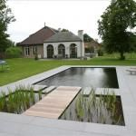 Moderne zwemvijver met zonneterras en buitendouche | Christof Vanpoucke bvba