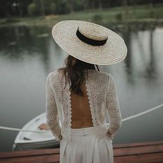 Love this all white look with the wide brimmed flat top straw hat! I need to thrift a hat like this!