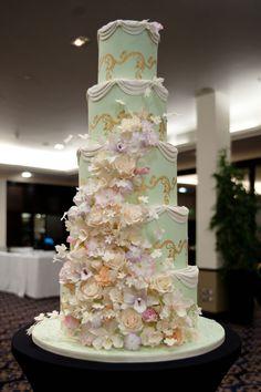 wedding cake design Green Wedding Cake This is a cake! Wedding cake roses and hydrangeas wedding present cake Tall Wedding Cakes, Square Wedding Cakes, Beautiful Wedding Cakes, Gorgeous Cakes, Wedding Cake Designs, Pretty Cakes, Wedding Ideas, Cake Wedding, Wedding Trends