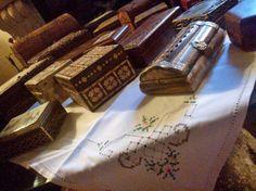 scatole scatole scatole ..la mia passione trovate in mercatini di antiquariato