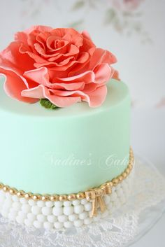 Close-up by Nadine's Cakes & My little white home @Brekka Schultz Schultz Spellman How gorgeous is this? And it your colors. You could do this for the cake cutting and then do small mini desserts for the guests.