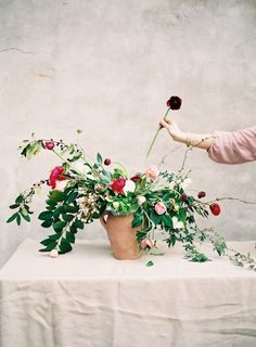 How to Create A Foraged Floral Arrangement