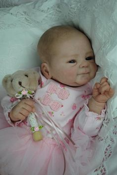 OMG, how cute!! Reborn Toddler, Reborn Baby Girl, Reborn Baby Dolls, Earth Baby, Madison Grace, Bountiful Baby, Life Like Babies, Silicone Baby Dolls, Ashton Drake