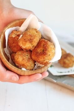 Fried Mashed Potato Balls - Leftover mashed potatoes make these perfect crisp bites for a tasty side dish or appetizer. Crunchy outside, stuffed with a creamy inside. Mashed Potato Balls Recipe, Fried Mashed Potatoes, Leftover Mashed Potatoes, Baked Potato Soup, Potato Dishes, Potato Puffs, Ranch Potatoes, Cheesy Potatoes, Baked Potatoes