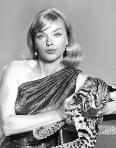 """Anne Francis - In the Francis starred on television as private eye and big cat aficionado Honey West. A decade earlier she starred in the sci-fi classic """"Forbidden Planet. Vintage Tv, Look Vintage, Vintage Glamour, Vintage Woman, Merle Oberon, Shirley Jones, Veronica Lake, Judy Garland, Divas"""
