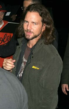 Eddie Vetter with long hair | Hunks from the 90's -- Eddie Vedder - Crushable