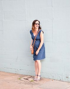 Itching to try this season's spring trends? Conni shares 6 trends to try and shares a great denim dress from ingrid and isabel | denim dress | spring trends | spring outfit ideas | ingrid and isabel | spring dresses | art in the find styling | womens style | spring outfit ideas | blue denim dress