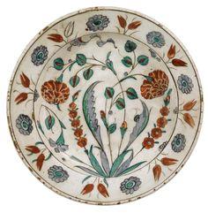 An Iznik Polychrome Dish, Turkey, circa 1600 | Lot | Sotheby's
