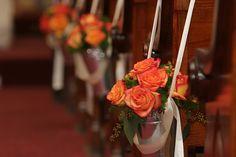 8 - Casamento branco e laranja - arranjo igreja