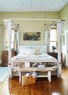 four-poster-antique-bed-dressing-table-ef7c6c5f Rustic Bedroom Design, Rustic Room, Rustic Decor, Home Bedroom, Bedroom Decor, Bedroom Ideas, Master Bedroom, Antique Door Headboards, Saloon