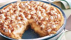 Turn that oven off! You can make a dreamy, peanut buttery pie loaded with bananas and marshmallows without heating up the kitchen.