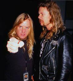Jeff Hanneman (Slayer) and James Hetfield (Metallica). Clash Of The Titans, The Clash, Metallica, Chuck Schuldiner, Jeff Hanneman, Happy Late Birthday, Idole, James Hetfield, Metal Stars