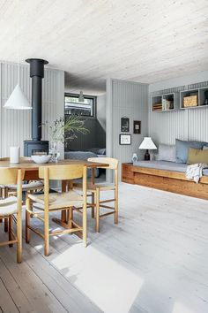 Stine-Ny-Jensen-Andreas-Burchard_21 Danish Living Room, Danish Interior, A Frame House, Diy Sofa, Piece A Vivre, Cottage Homes, Home Fashion, Interior Inspiration, Outdoor Furniture Sets