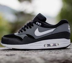 Nike Air Max 1 Essential – Black / Geyser Grey – Cool Grey