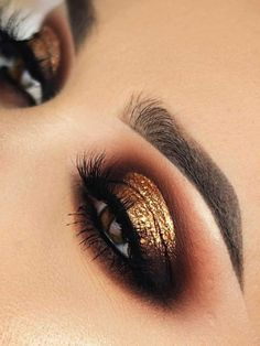 gorgeous warm brown smokey eye, with a gold foil? - A gorgeous warm brown smokey eye, with a gold foil? ❤️✨ Chaleen Deed is a queen o -A gorgeous warm brown smokey eye, with a gold foil? Yes pl. Glitter Eye Makeup, Cat Eye Makeup, Blue Eye Makeup, Makeup Lipstick, Gold Glitter Eyeshadow, Smokey Eye Makeup Look, Mac Lipsticks, Glitter Lips, Makeup Art