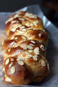 Greek Orthodox Easter bread ( tsoureki) pepper + p Greek Sweets, Greek Desserts, Greek Recipes, Easter Dinner, Easter Brunch, Easter Food, Holiday Desserts, Holiday Recipes, Tsoureki Recipe