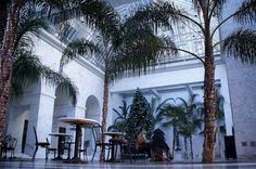 The former Paris-London Bank building was built in 1912, and hollowed out to make way for public space at the base of the Citigroup Center Tower. The elegant enclosed atrium features space a crêpe stand, a fountain, seating and over a dozen queen palms Location:1 SANSOME ST, SAN FRANCISCO, CA 94104