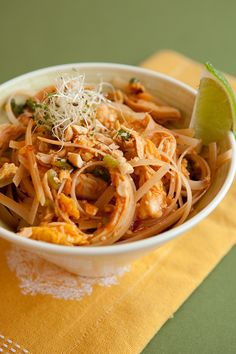 20 minutes is all it takes to make this incredibly flavourful Thai noodle dish. Epicure Recipes, Cooking Recipes, Asian Cooking, Healthy Cooking, Epicure Steamer, Healthy Food Choices, Healthy Recipes, Easy Pad Thai, Great Recipes