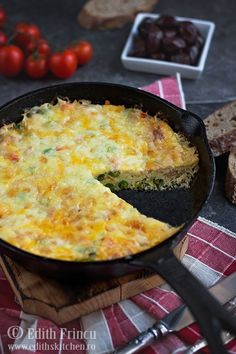 frittata-cu-sunca-si-legume-2 Edith's Kitchen, Frittata, Macaroni And Cheese, Tart, Cooking Recipes, Low Calories, Dinner, Ethnic Recipes, Food