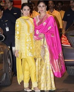 Kareena Kapoor Khan & Karisma Kapoor Twin For Ganesh Chaturthi Celebrations At Ambani House - Womansera Kurti Designs Party Wear, Kurta Designs, Blouse Designs, Gharara Designs, Dress Designs, Indian Attire, Indian Ethnic Wear, Indian Outfits, Bollywood Celebrities
