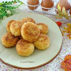 Polpette di verza - Polpette di verza fritte e al forno Il Cuore in Pentola Polenta, Vegetarian Recipes, Cooking Recipes, Healthy Recipes, Antipasto, Finger Foods, I Foods, Good Food, Brunch
