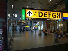 Amsterdam airport Schiphol/Luchthaven Schiphol (AMS, EHAM): main international airport southwest of Amsterdam, Haarlemmermeer municipality, Noord-Holland province, Netherlands; Paul Mijksenaar designed airport signage