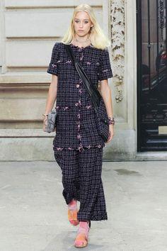 FASHION PEOPLE | На Неделе Моды в Париже прошел показ коллекции Chanel